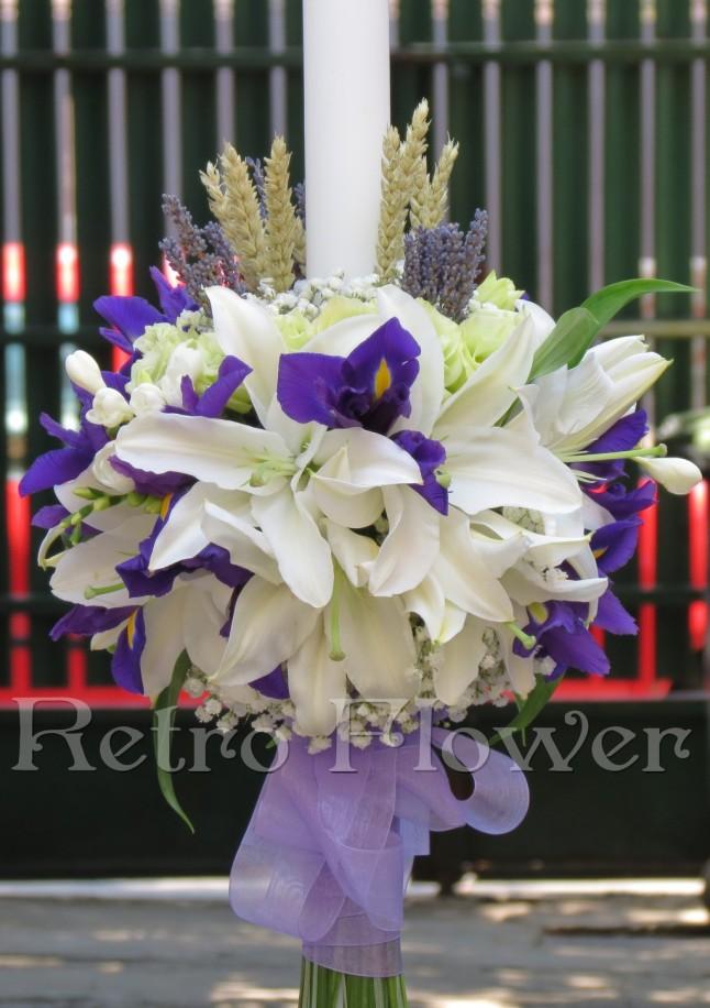 Lumanare de botez cu crini, irisi, floarea miresei, eustoma, grau si levantica